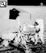 l'astronauta Conrad dell'Apollo 12 in visita alla Surveyor 3